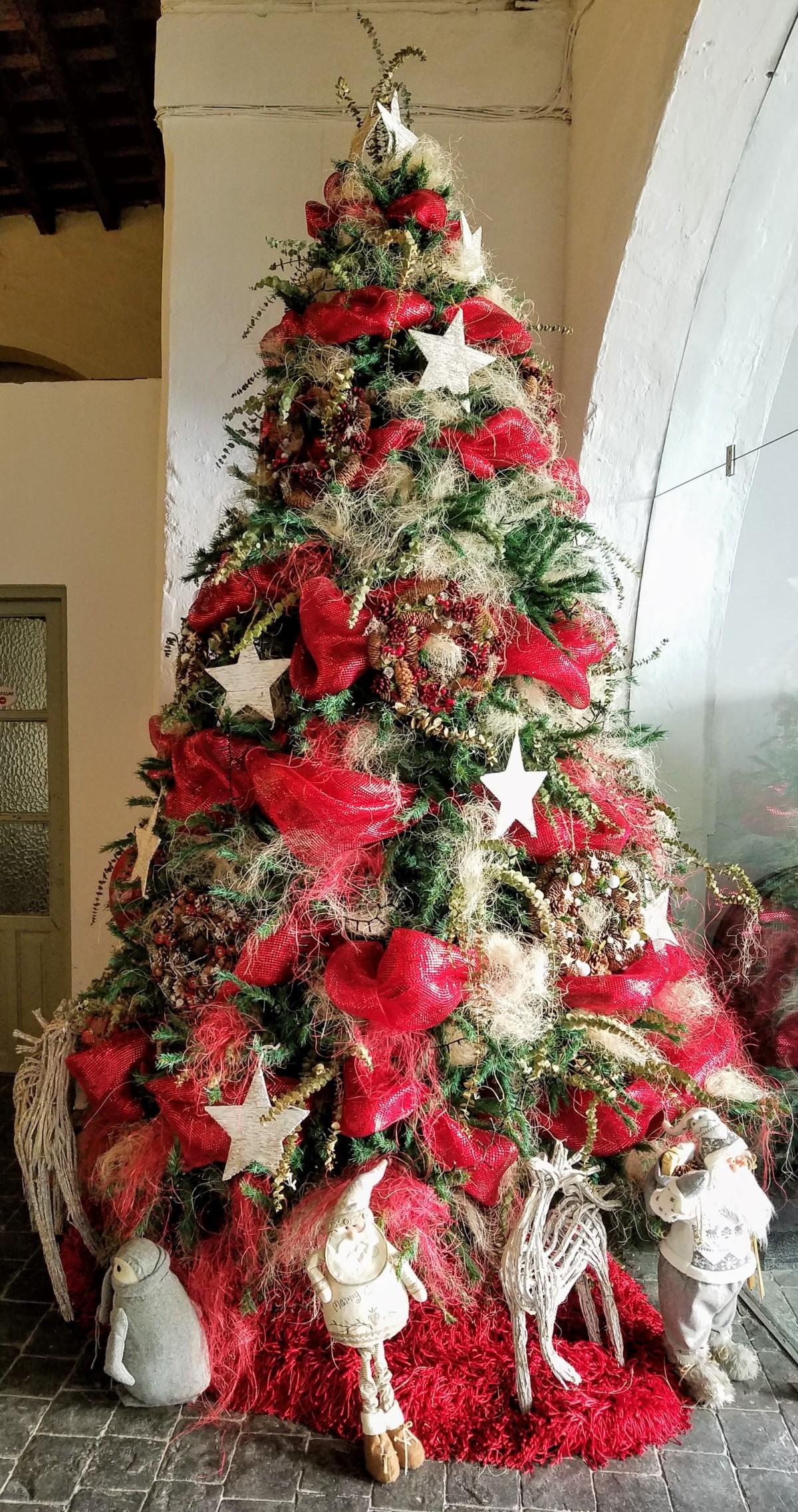 Happy Holidays Christmans Tree